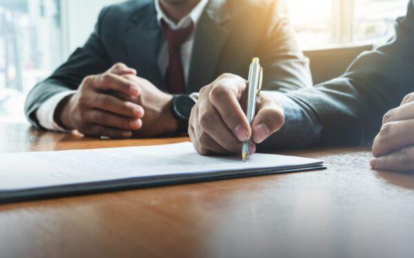 إرشادات كتابة نموذج عقد عمل بين مؤسستين مقاولات